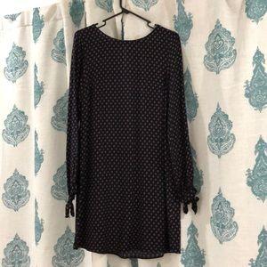 H&M Dresses - H&M Patterned Shift Dress
